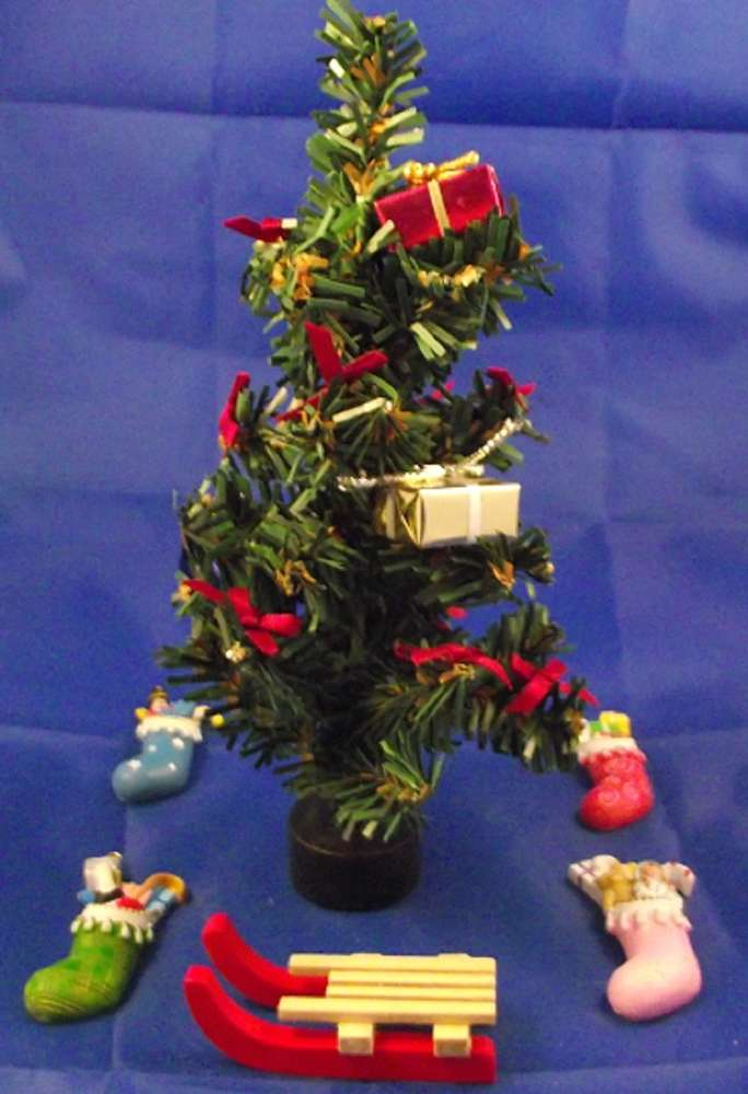 Christmas Tree With Presents.Xmas Tree With Presents X 36 A Sledge And 4 Stockings