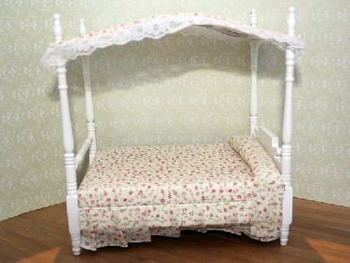 Canopy bed in white B 05WH